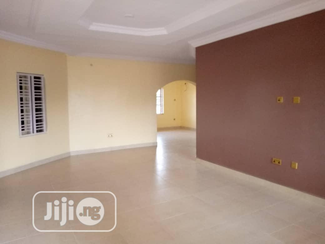 Lovely 3bed Room Flat At Nitel Of Obafemi Awolowo Way Ikd
