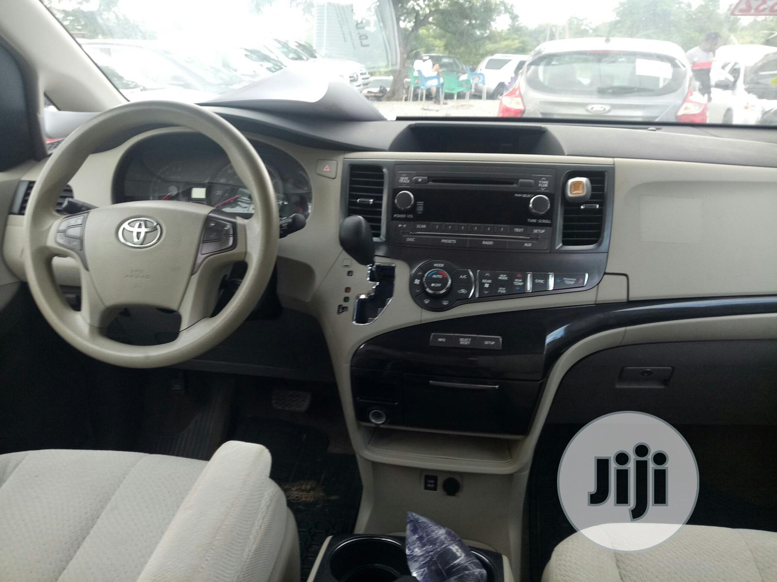 Toyota Sienna LE FWD 8-Passenger 2013 Gold | Cars for sale in Galadimawa, Abuja (FCT) State, Nigeria