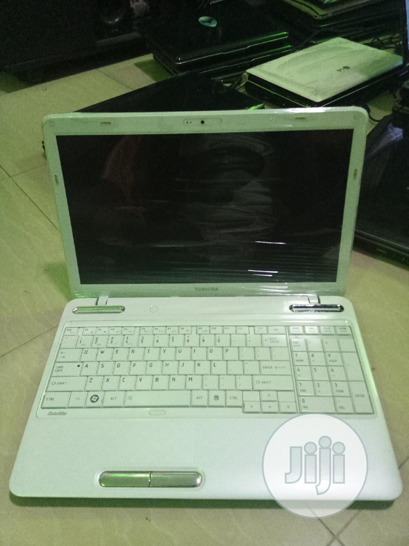 Laptop Toshiba Satellite L750D 4GB AMD HDD 320GB
