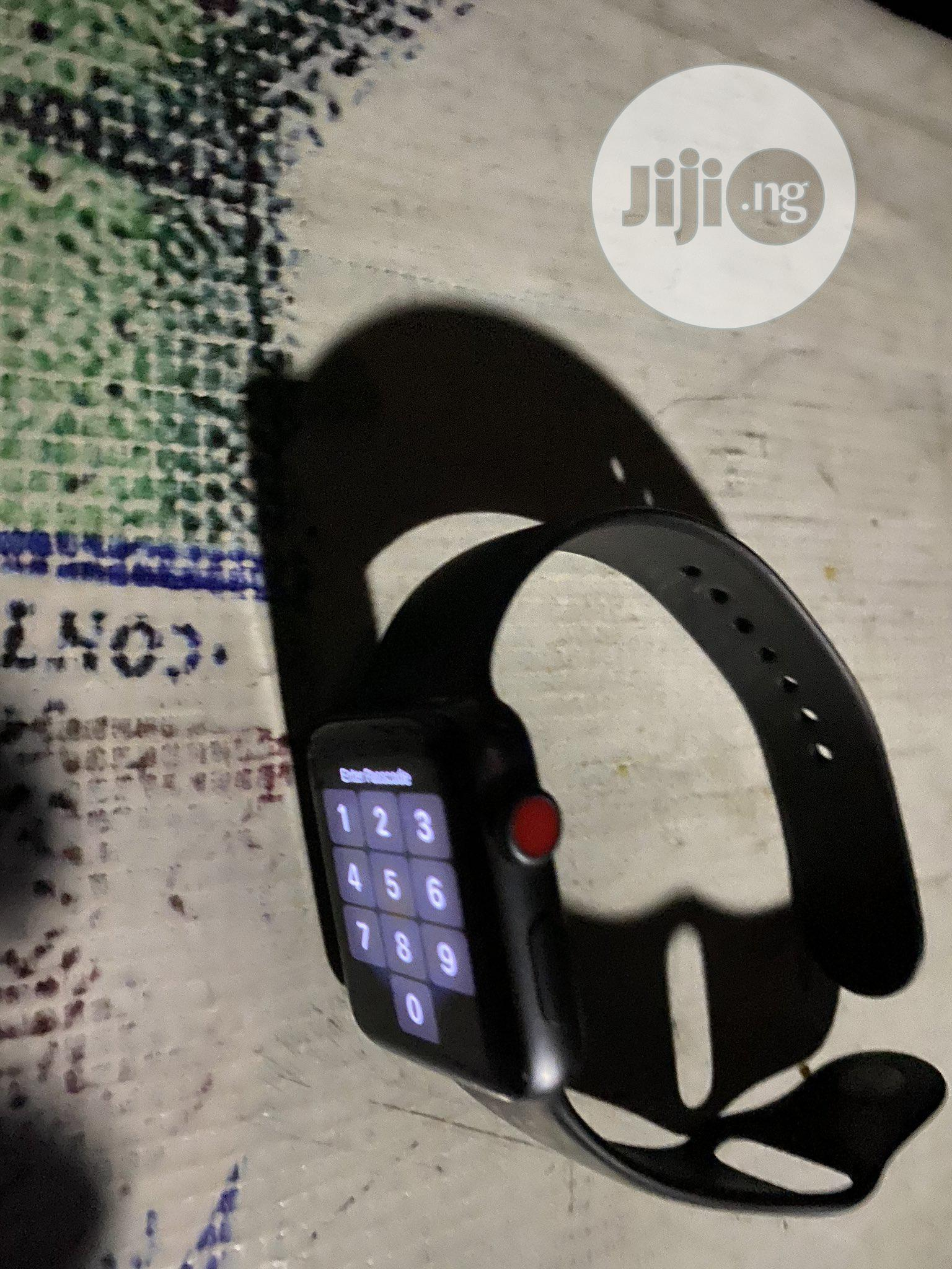 Archive: Premium Used Apple Series 3 Watch,