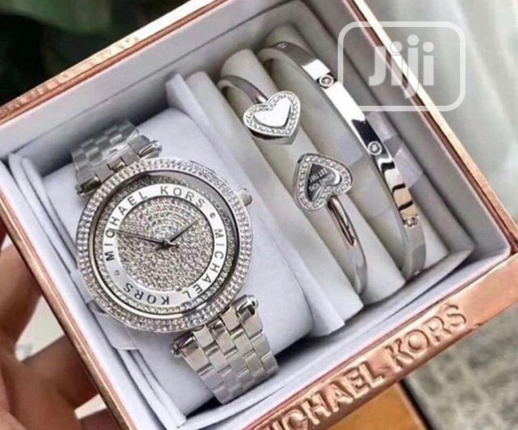Archive: Wrist Watch With Bracelets