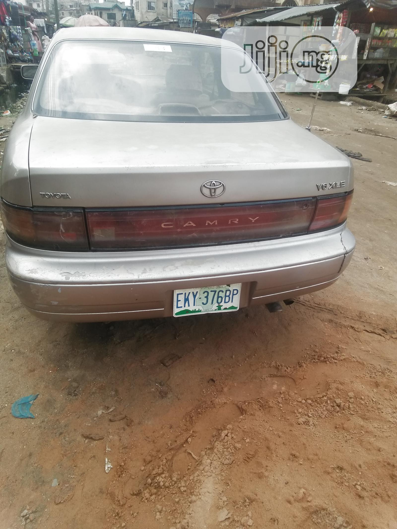Archive: Toyota Camry 1996 Gold