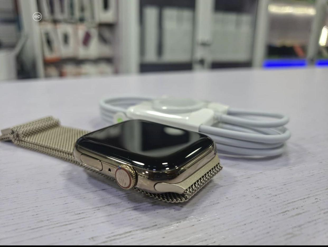 Apple Iwatch Series 5 44mm Gps +Lite   Smart Watches & Trackers for sale in Ibadan, Oyo State, Nigeria