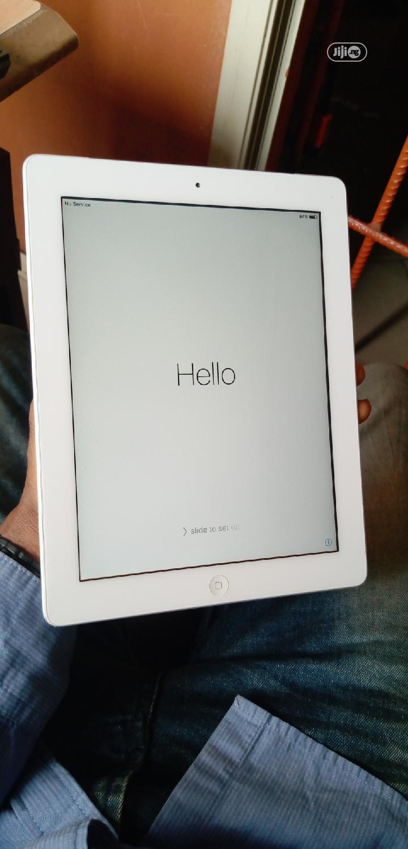 Apple iPad 2 Wi-Fi 16 GB White