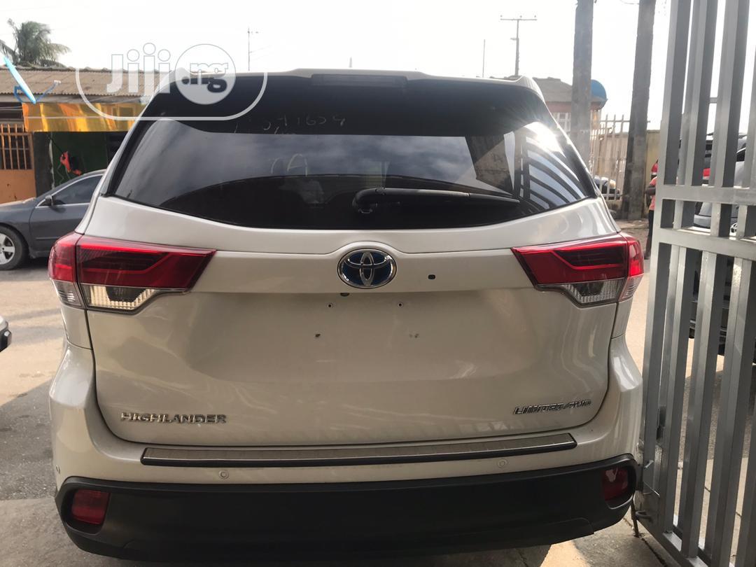 Archive: Toyota Highlander 2017 White