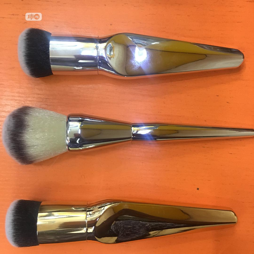 Archive: Foundation And Powder Brush