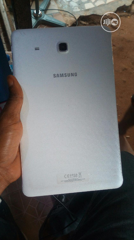 Samsung Galaxy Tab E 9.6 8 GB Silver