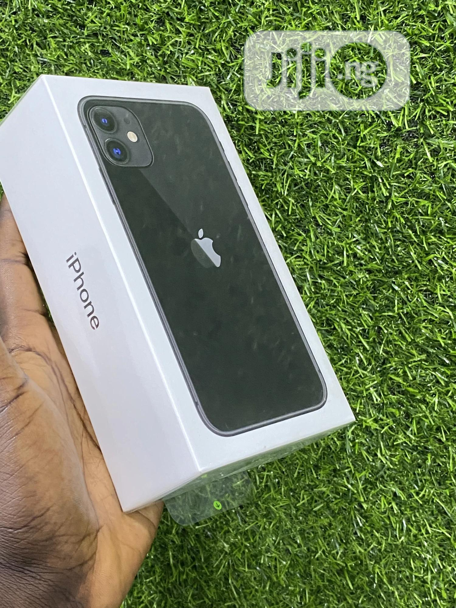 New Apple iPhone 11 64 GB Black