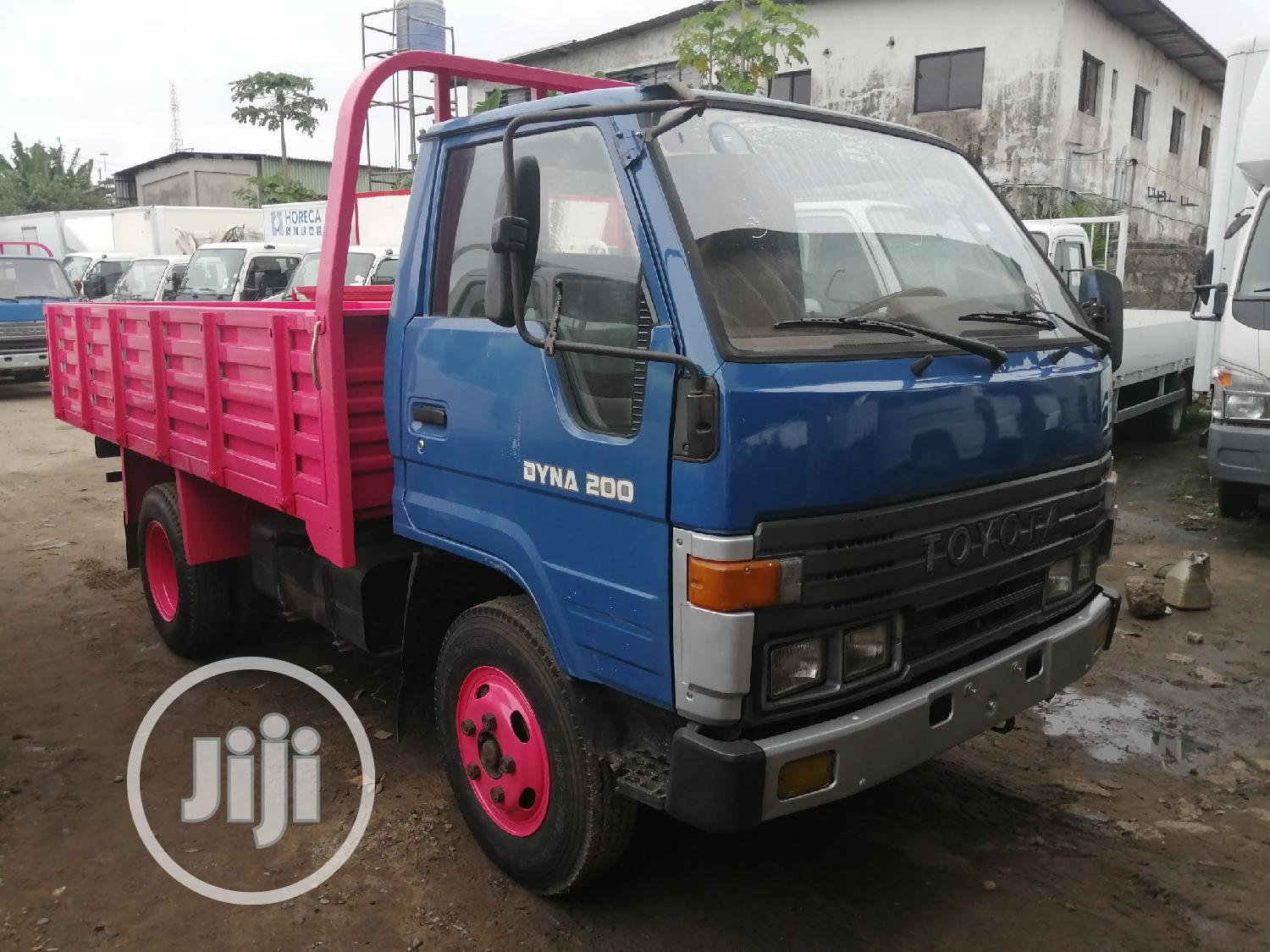 Toyota Dyna 200 Normall Old Model