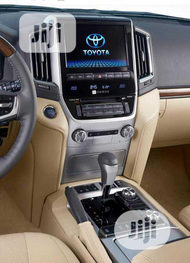 Archive: Interior Stereo Upgrade For Toyota Landcruiser 08 V8