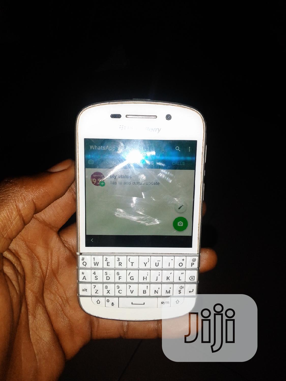 Archive: BlackBerry Q10 16 GB White