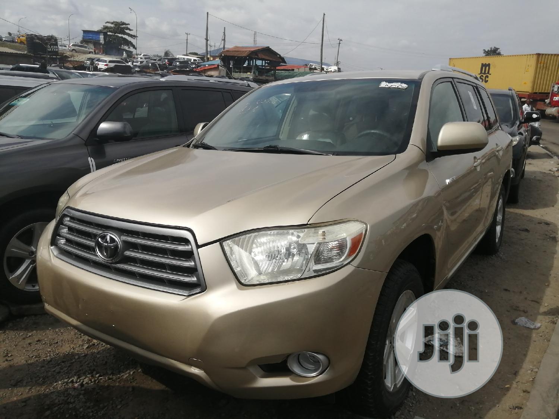 Toyota Highlander 2010 Gold