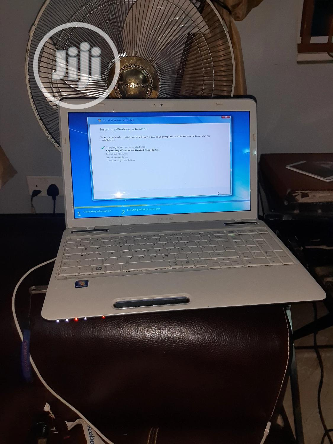 Laptop Toshiba Satellite C850 4GB AMD HDD 250GB   Laptops & Computers for sale in Wuse, Abuja (FCT) State, Nigeria
