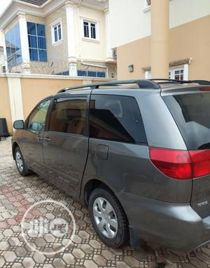 Toyota Sienna 2005 LE AWD Gray | Cars for sale in Abuja (FCT) State, Apo District