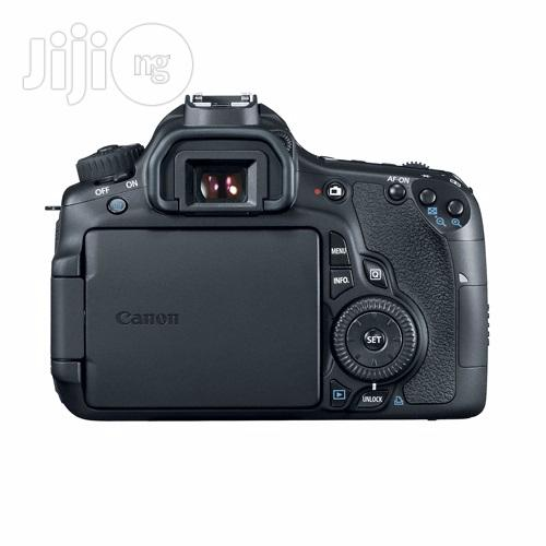 Canon EOS 60D With 18-135mm Zoom Lens Digital SLR Camera | Photo & Video Cameras for sale in Ikeja, Lagos State, Nigeria