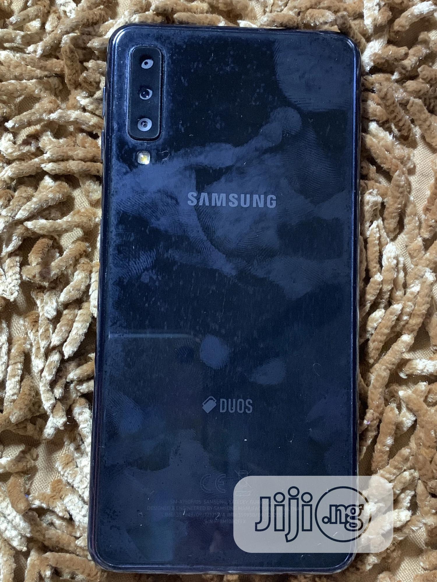 Archive: Samsung Galaxy A7 Duos 16 GB Gray