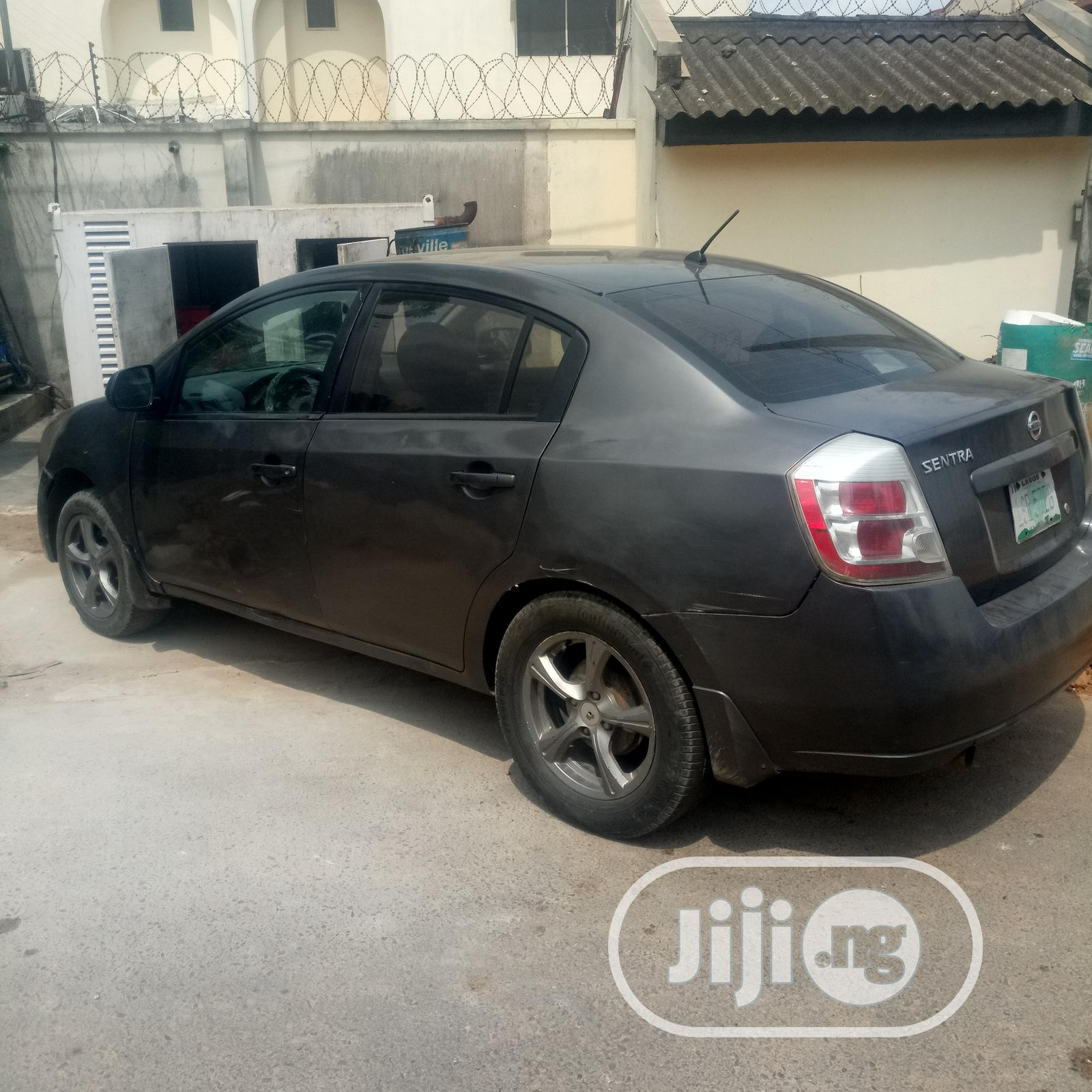 Archive: Nissan Sentra 2.0 2009 Gray