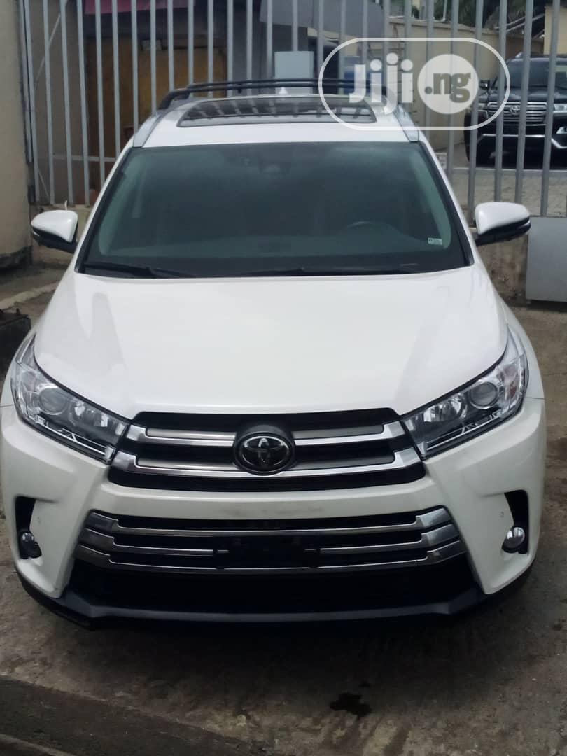 Toyota Highlander 2017 White | Cars for sale in Amuwo-Odofin, Lagos State, Nigeria