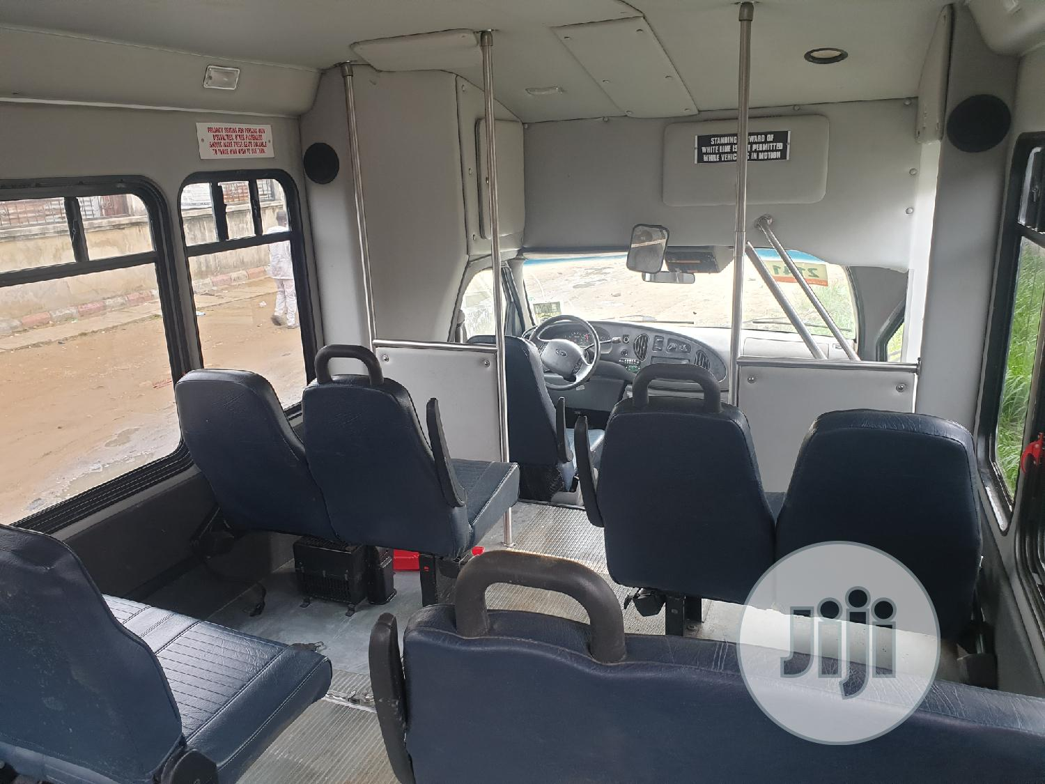 Ford E-350 2007 Van Super Duty Extended White | Buses & Microbuses for sale in Amuwo-Odofin, Lagos State, Nigeria