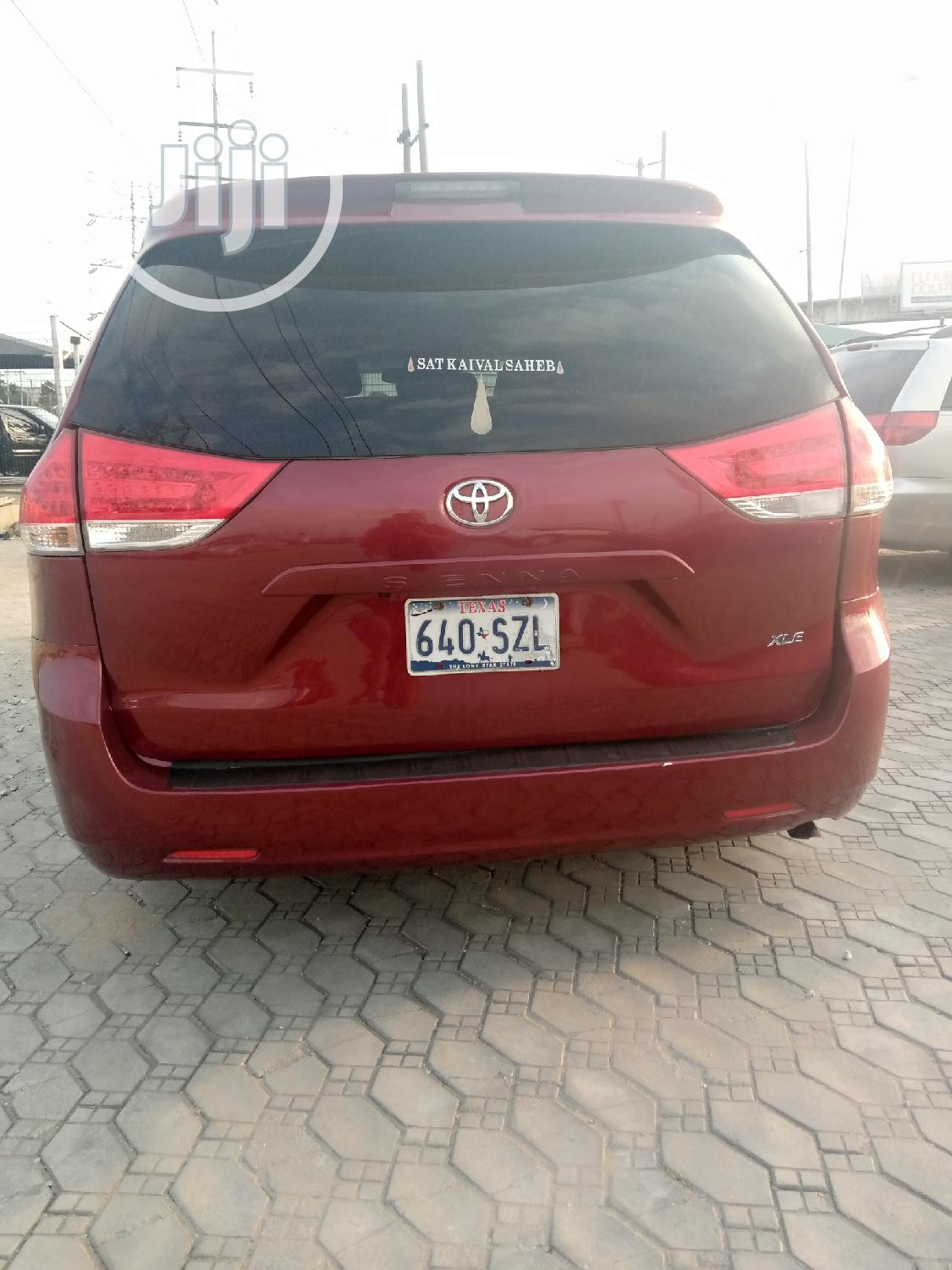Archive: Toyota Sienna 2014 Red