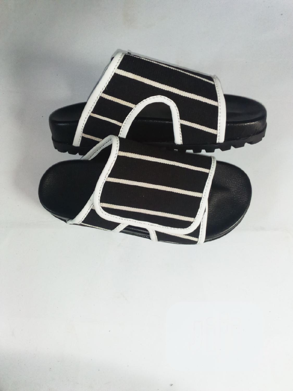 Luxury Men Palm Slippers in Akure