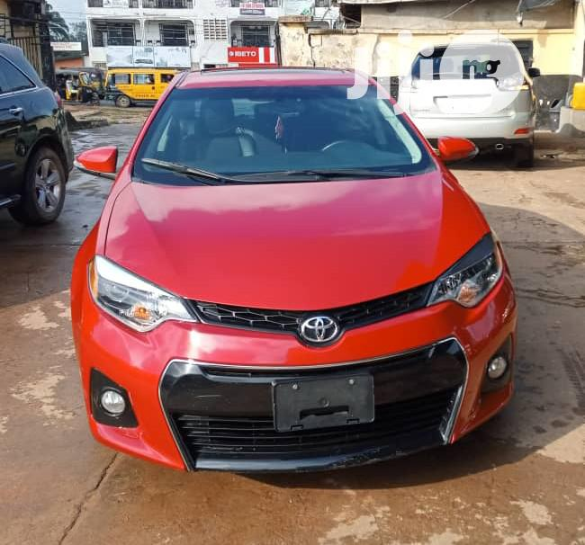 Toyota Corolla 2015 Red