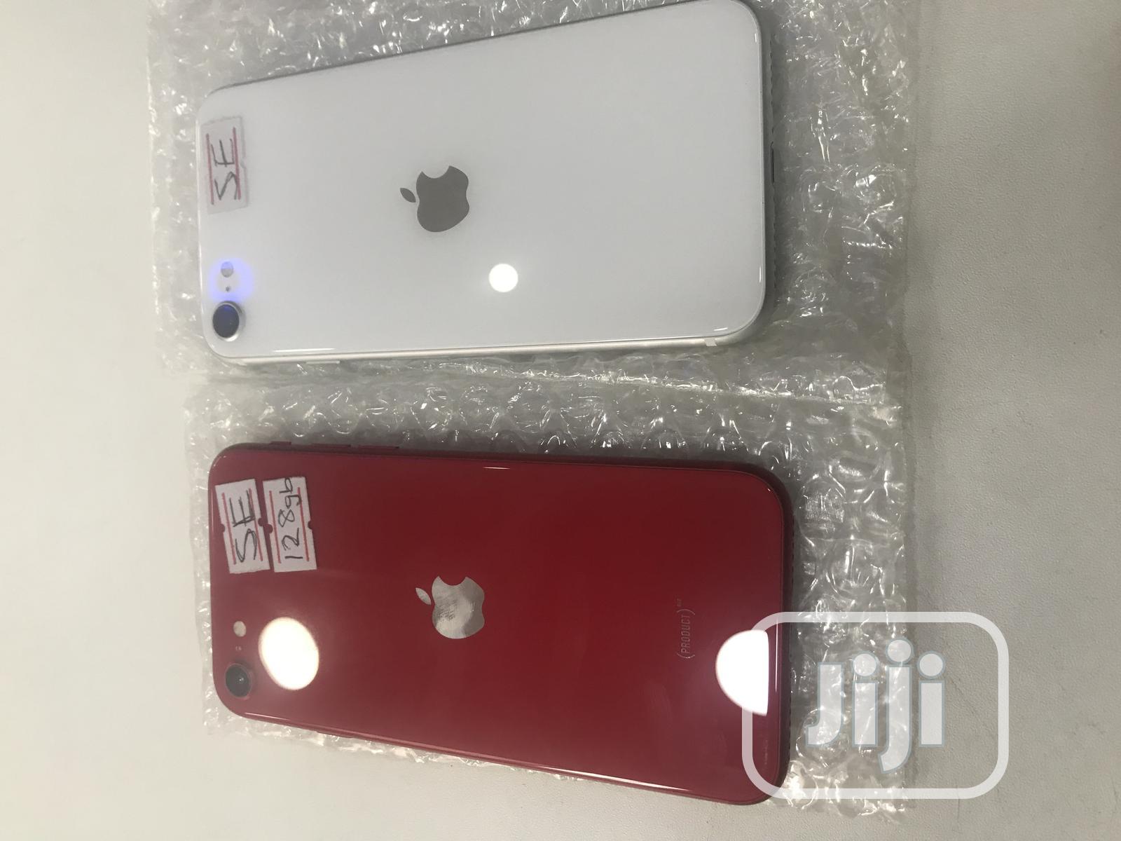 Apple iPhone SE 32 GB Red
