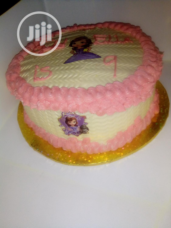 Sumptuous Sofia Fruity Vanilla Birthday Cake