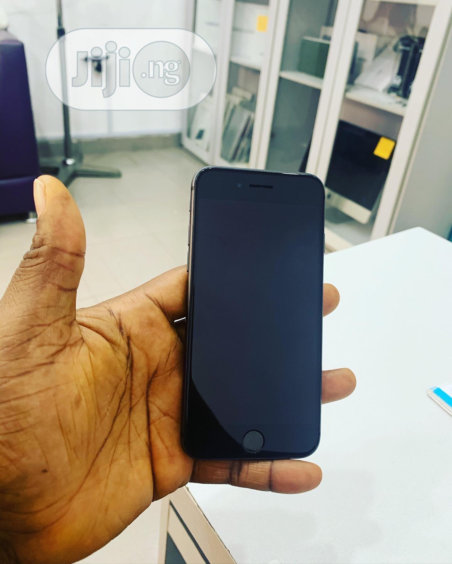 Apple iPhone 8 64 GB Gray