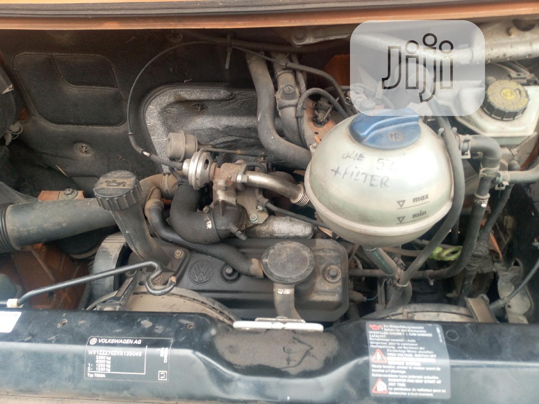 Archive: Volkswagen Multivan 2002 Orange