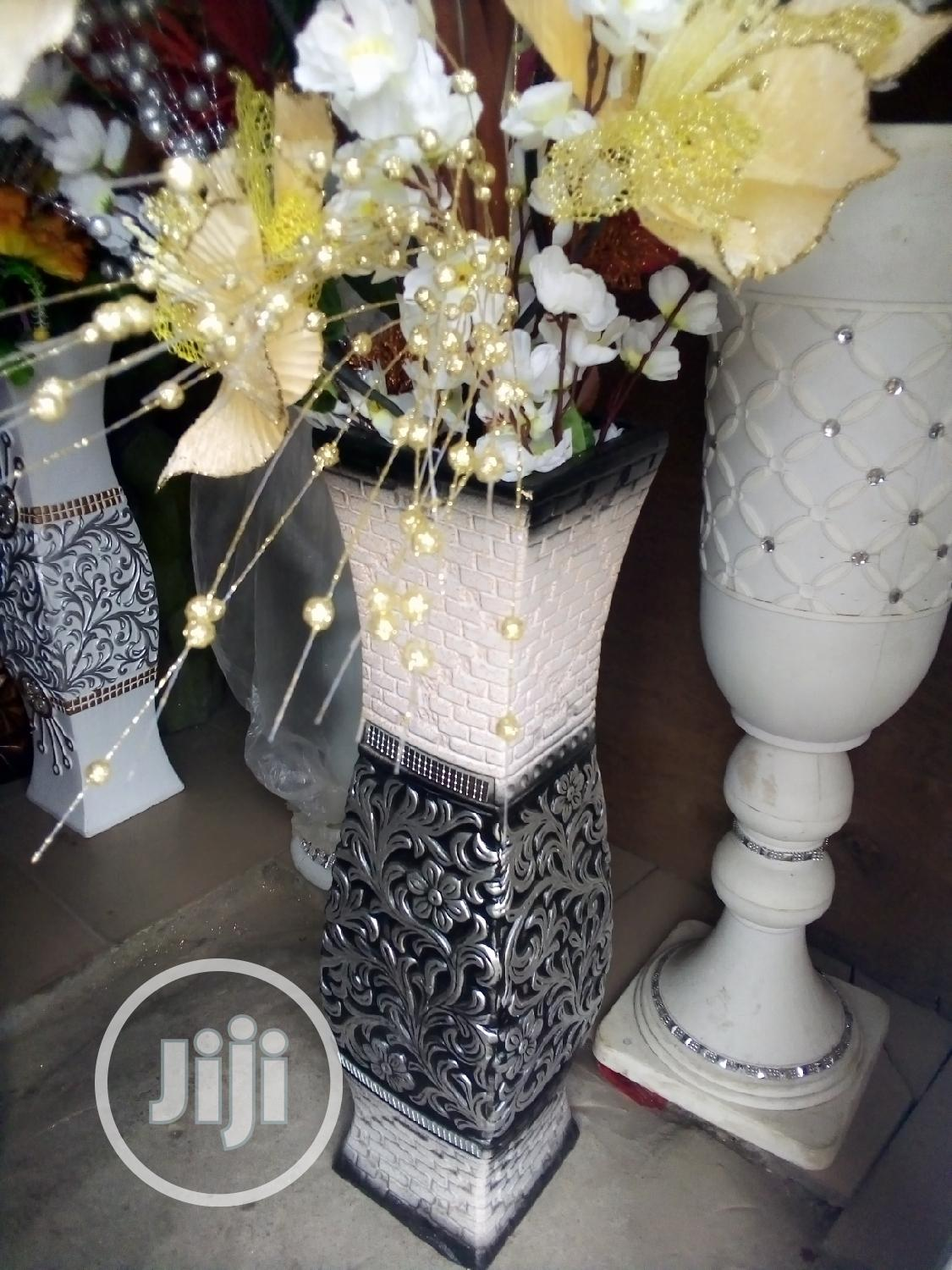 Unique Beautiful Flower Vase, With Beautiful Flowers.