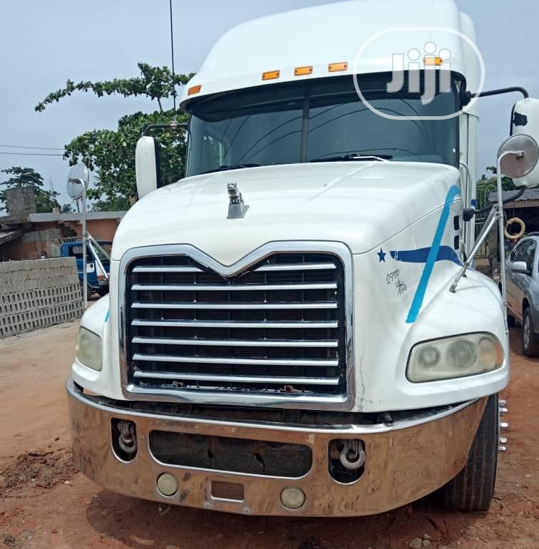 2008 Mack Vision Tractor Head Truck