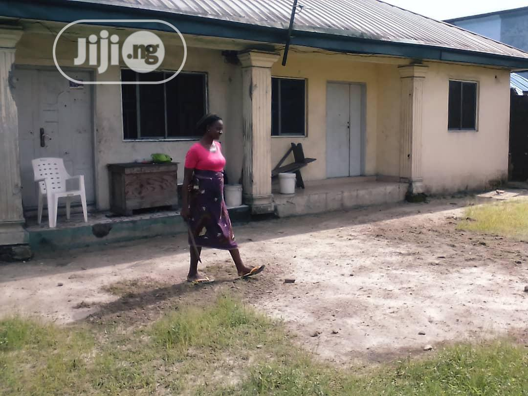 For Sale: Bungalow With 2 No of 2 Bedr Flats at Amadi Ama, PH