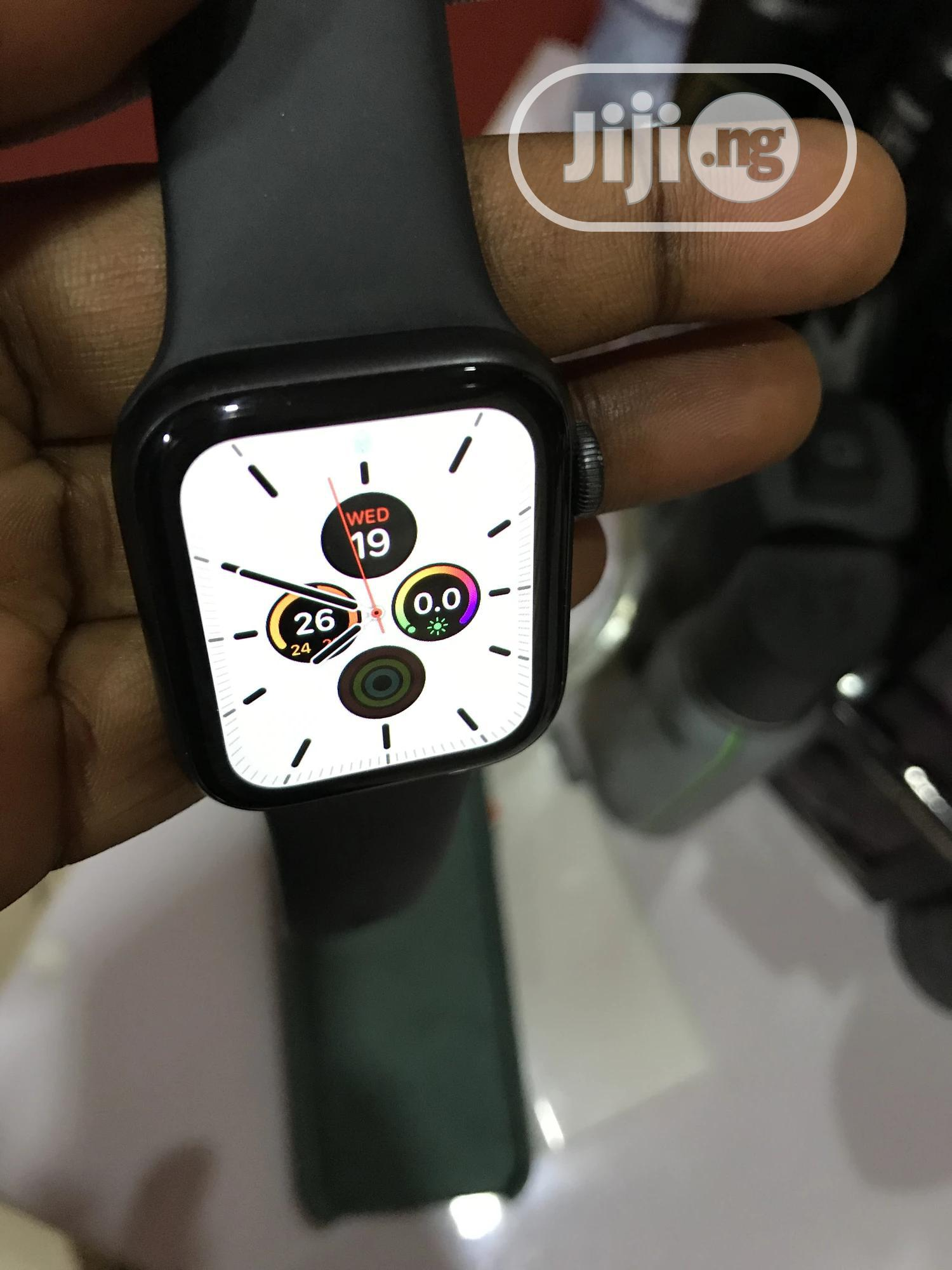 Apple Watch Series 5 40mm   Smart Watches & Trackers for sale in Ajah, Lagos State, Nigeria