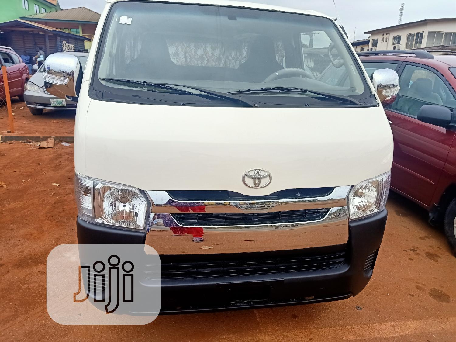 Clean Toyota Hiace 2009 White | Buses & Microbuses for sale in Akure, Ondo State, Nigeria