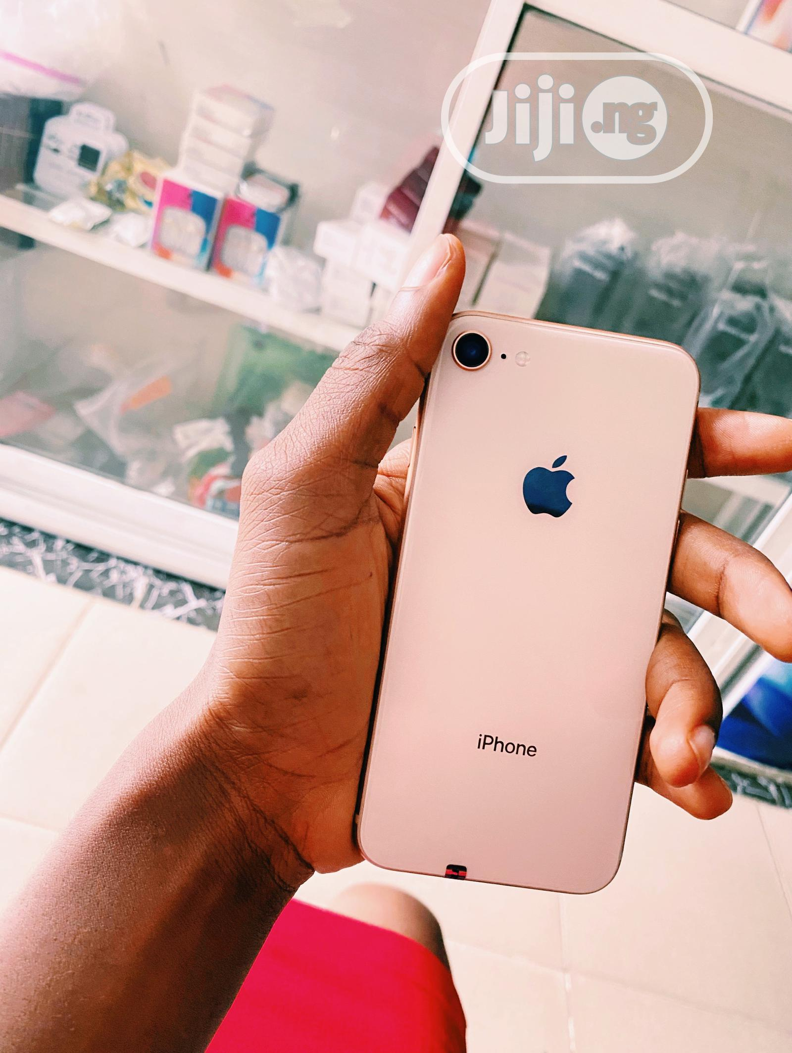 Archive: Apple iPhone 8 256 GB Gold