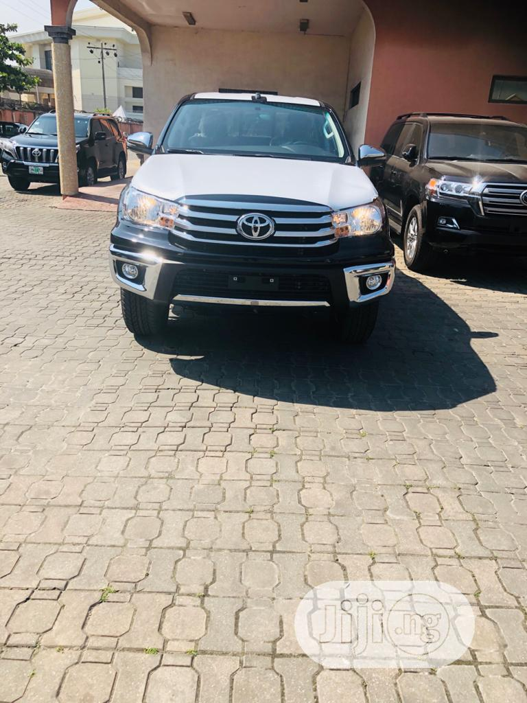New Toyota Hilux 2020 Black