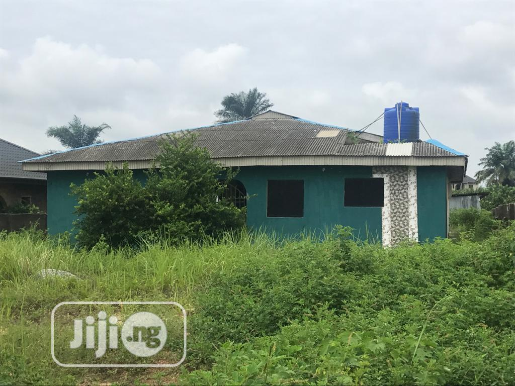 3bedroom Flat With A Room N Parlor At D Back On 1nd 1/2 Plot
