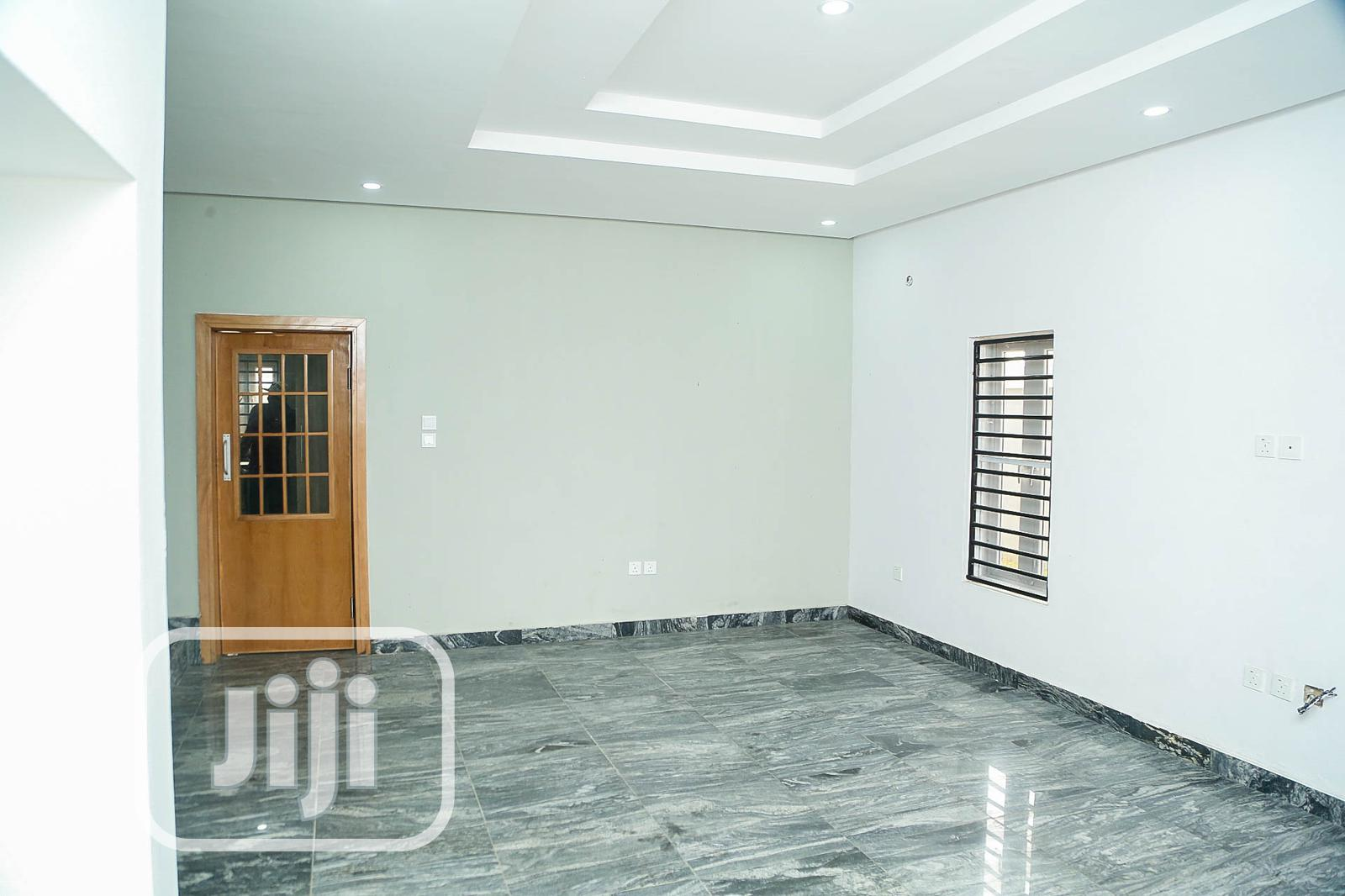 Archive: Spacious 5 Bedrooms Fully Duplex, All Rooms Ensuite