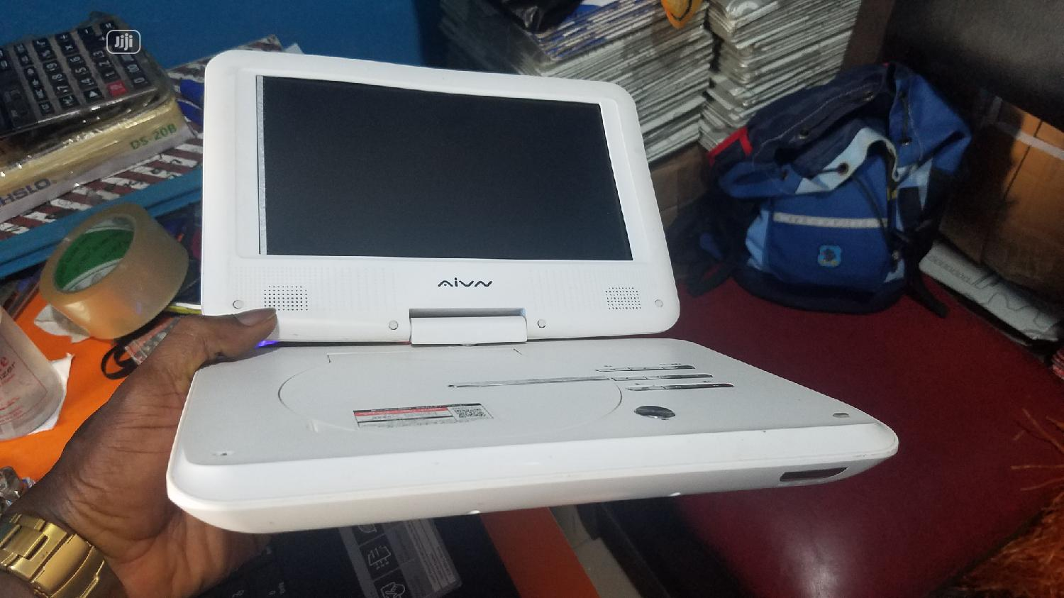 PORTABLE DVD PLAYER With Laptop Display Screen