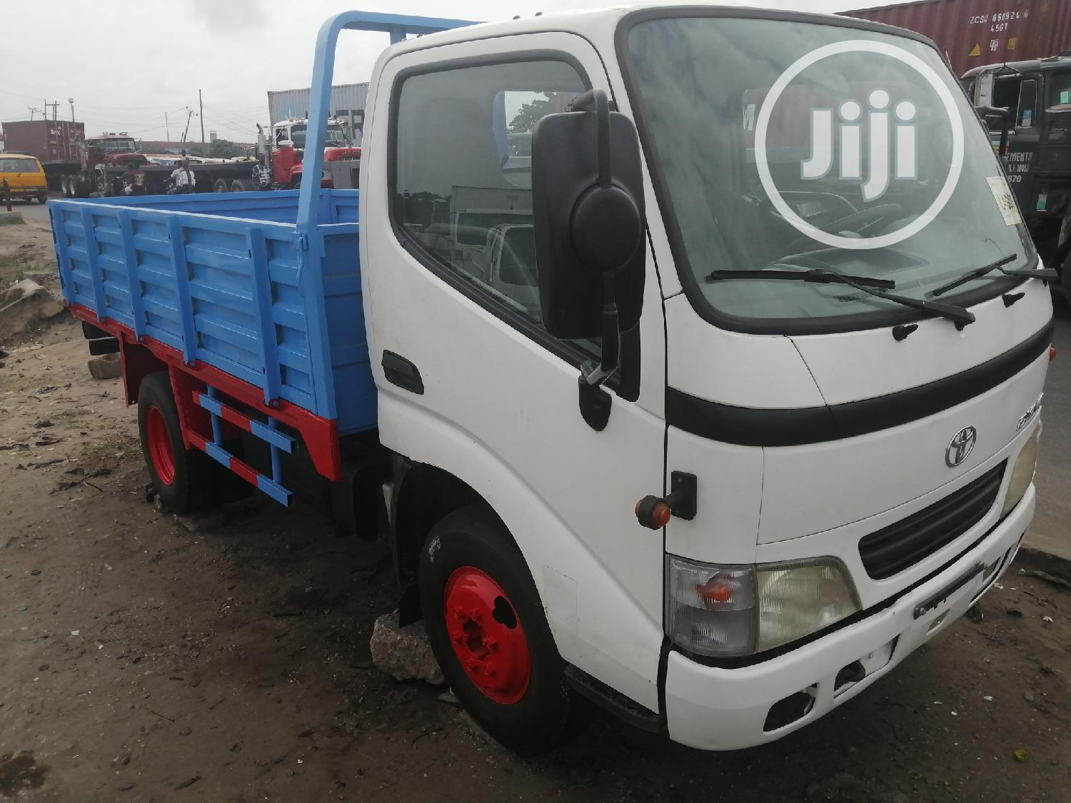 Toyota Dyna 200 Normal Blue/White