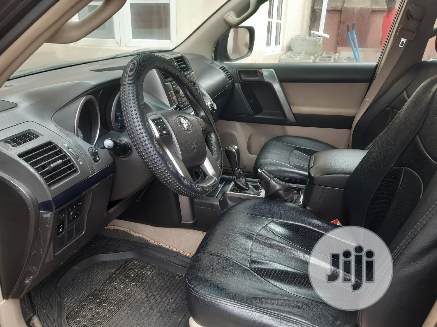 Archive: Toyota Land Cruiser Prado 2012 Black