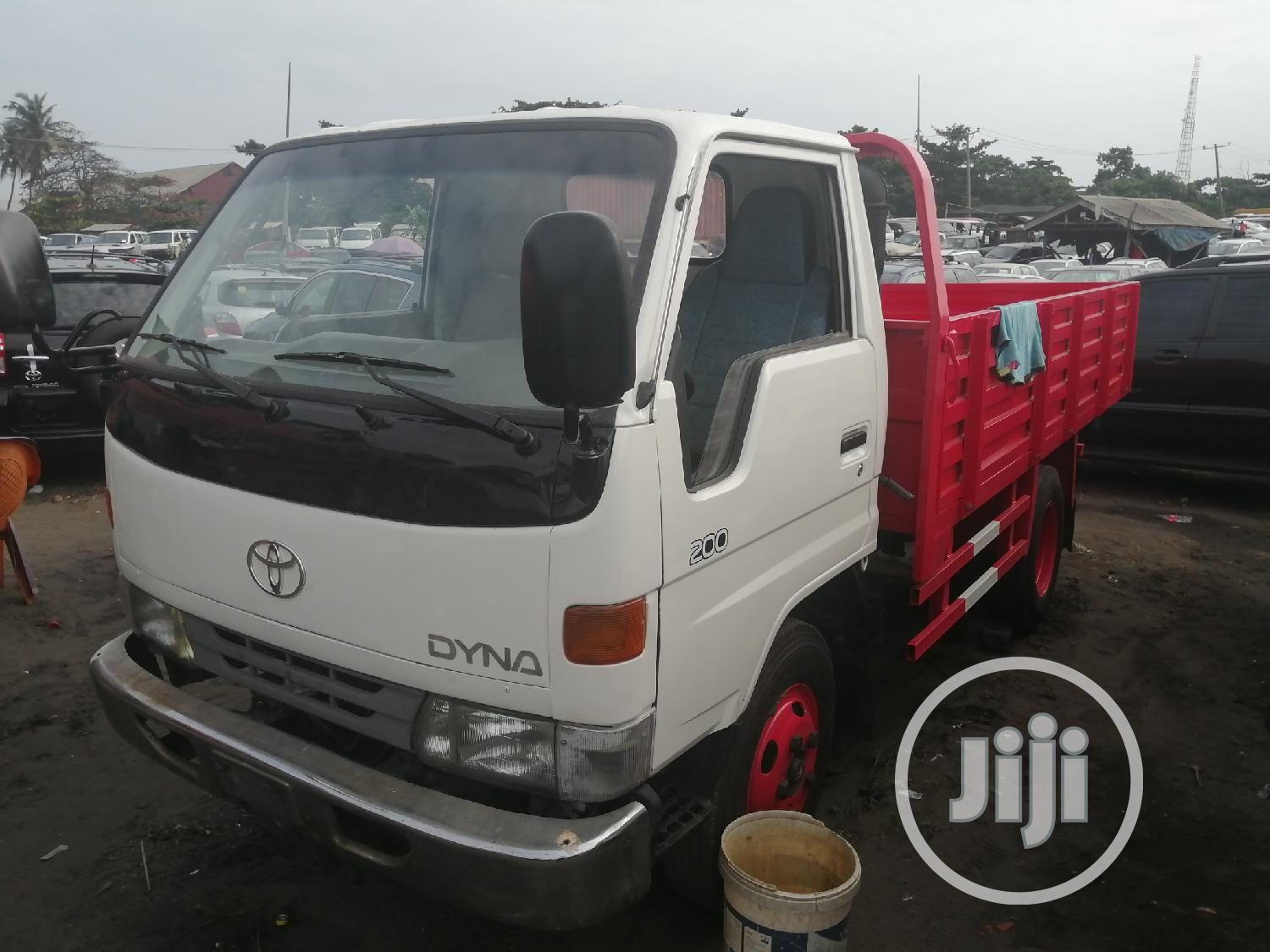 Toyota Dyna 200 Normal White Red | Trucks & Trailers for sale in Apapa, Lagos State, Nigeria