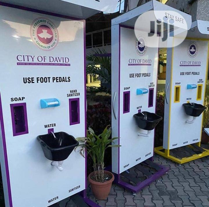 Foot Controlled Wash And Sanitizing Machine