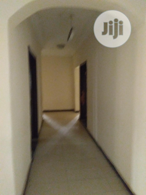 Archive: Good 3 Bedroom Flat