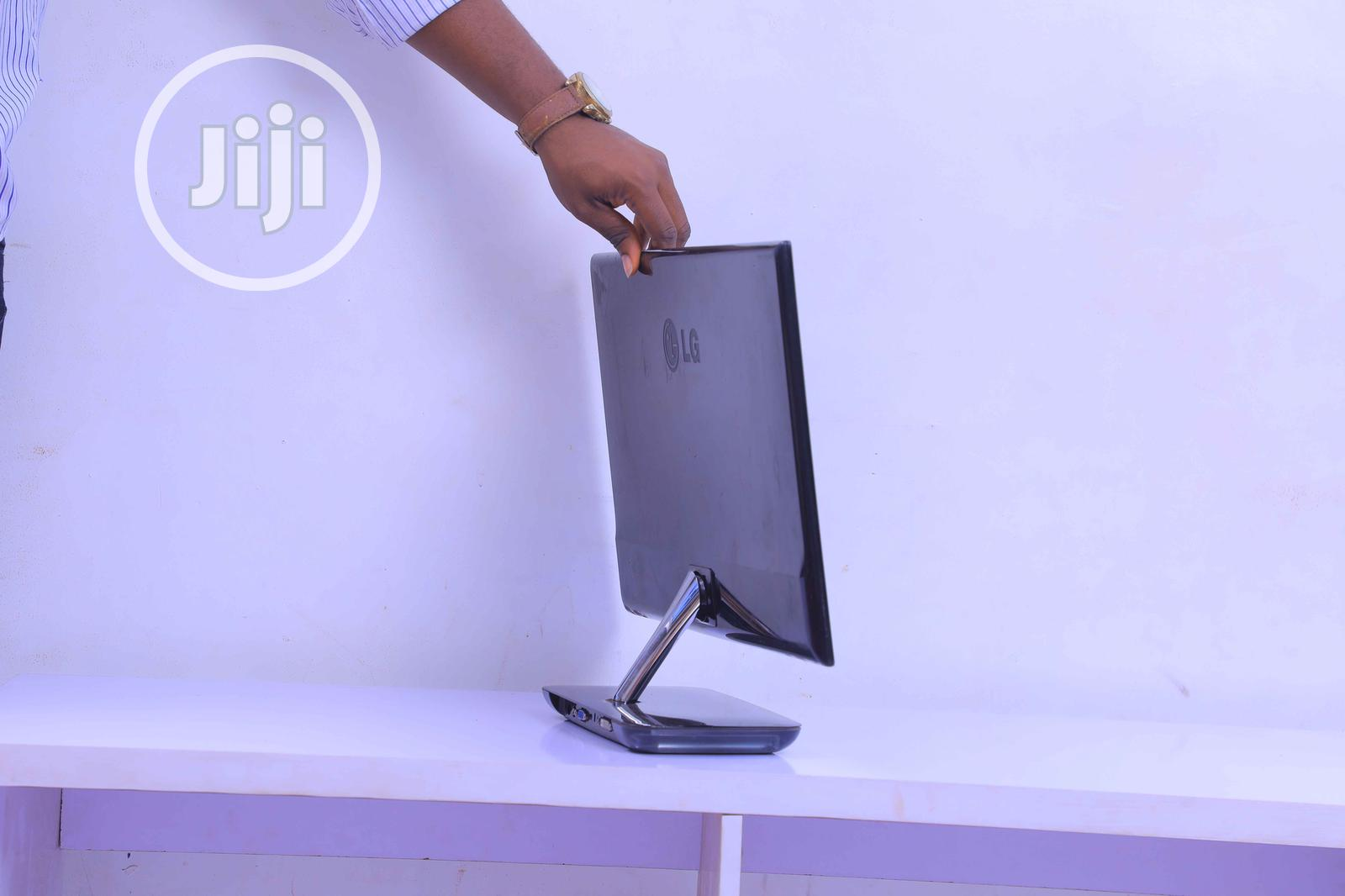 LG E2381VR-BN - LED Monitor - Full HD (1080p)