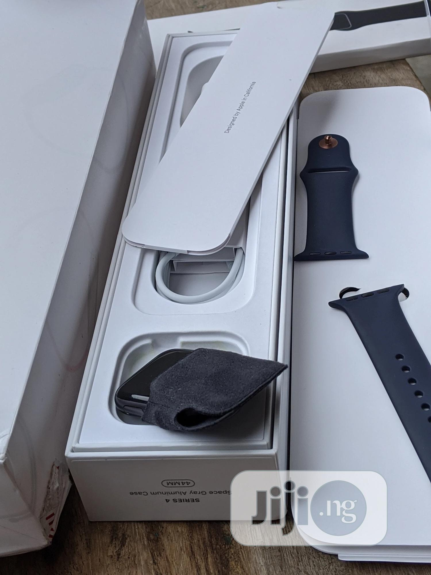 Archive: Apple Watch Series 4 44mm GPS