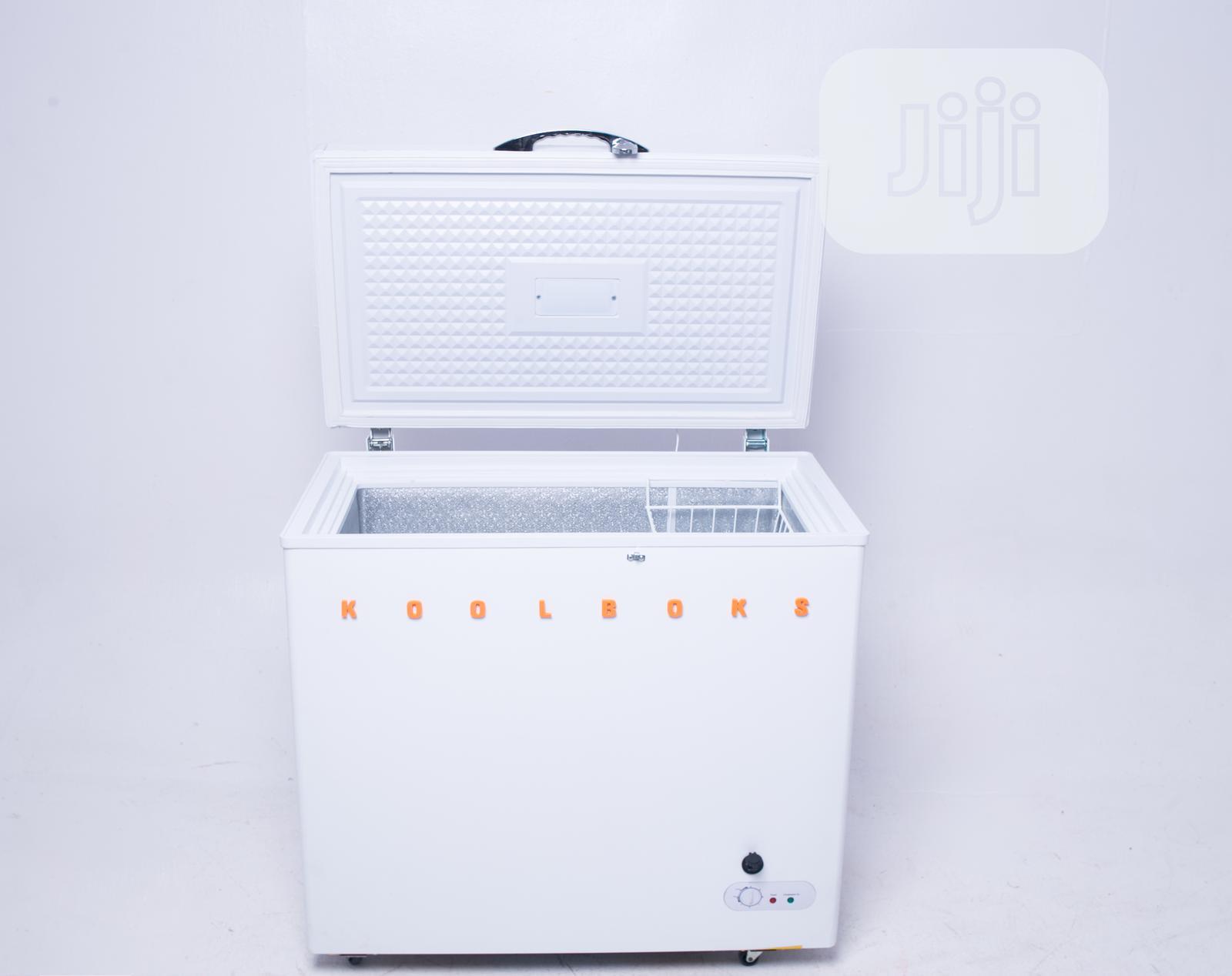 Koolhome Solar Freezer 540L + 2 LED Bulbs + 2 USB Ports | Solar Energy for sale in Ikeja, Lagos State, Nigeria