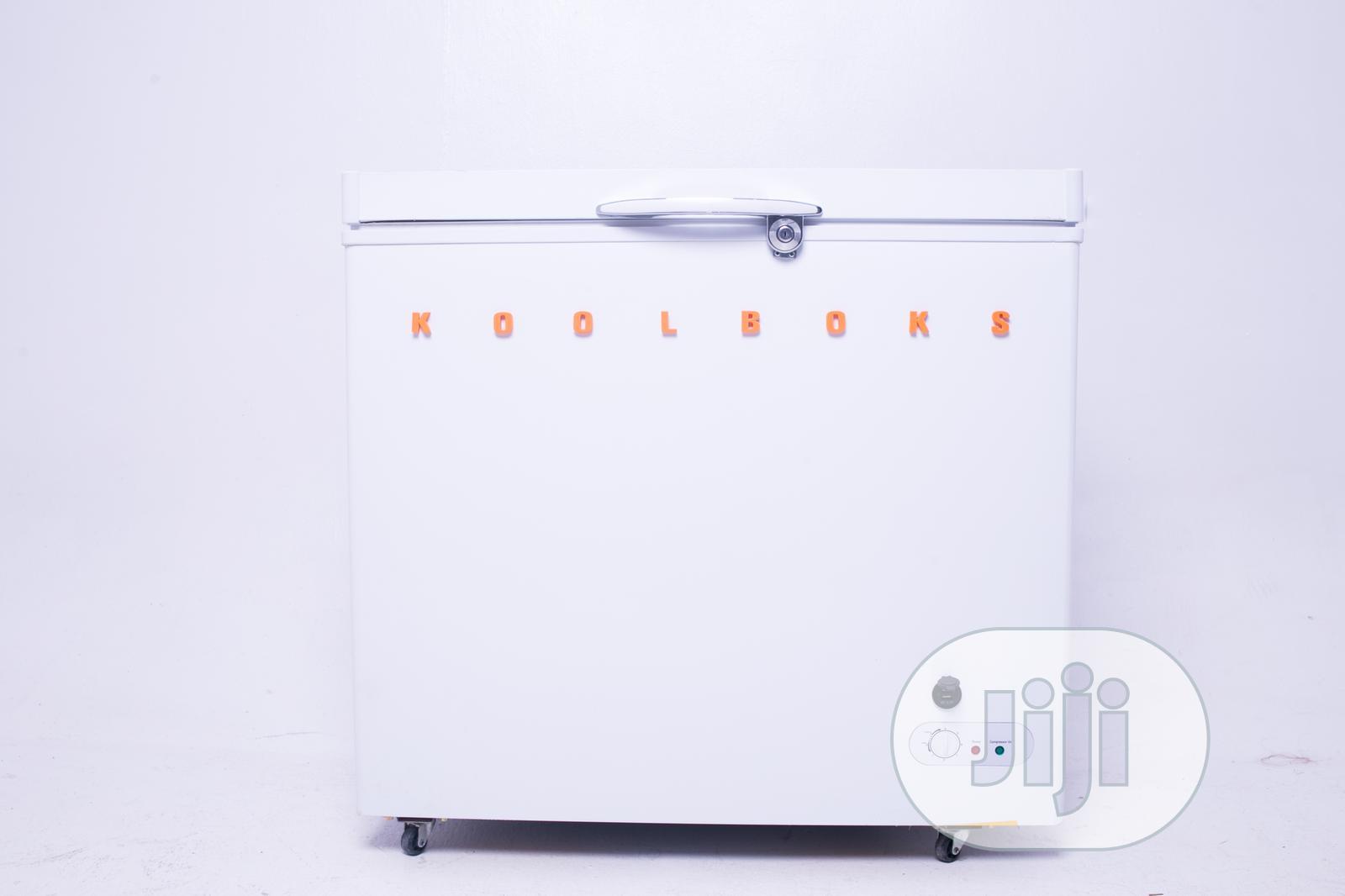 Koolhome Solar Freezer 540L + 2 LED Bulbs + 2 USB Ports