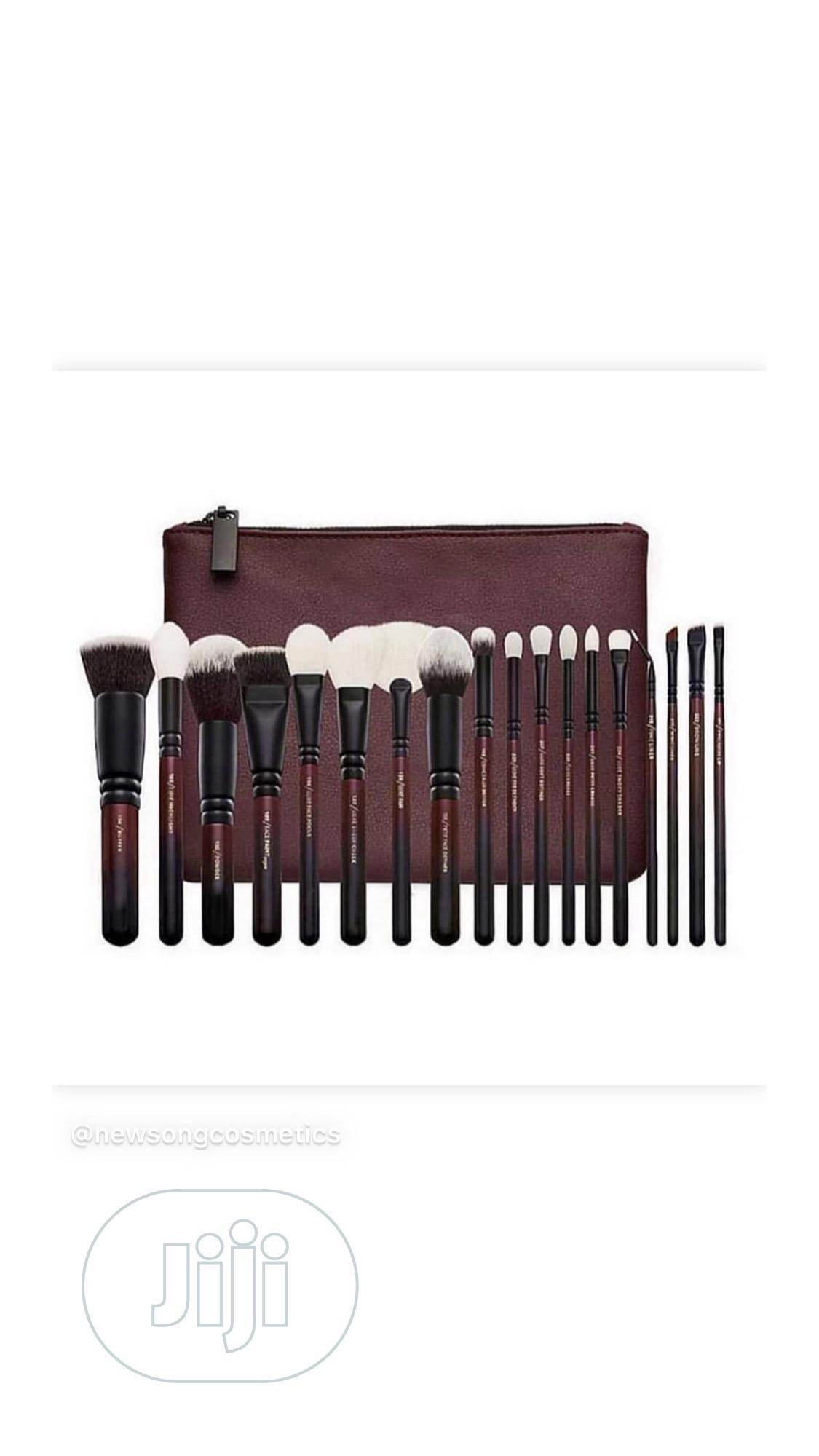 Archive: Zoeva 18pcs Makeup Brush Set